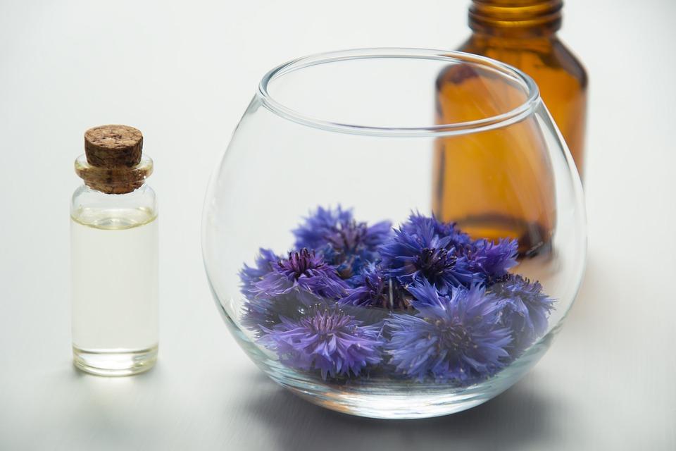 Une eau florale pour chaque type de peau par Aroma Zone