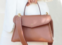 sac a main Chantilly soie cognac grand, option bretelle large, en promenade tropicale