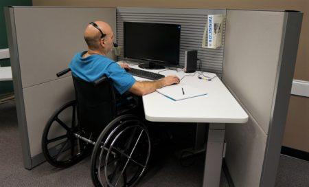 personne handicapée et travailleur handicapé